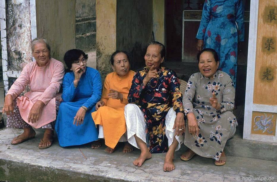 Huế: Chùa Hòn Chén - phụ nữ từ gia đình hoàng gia