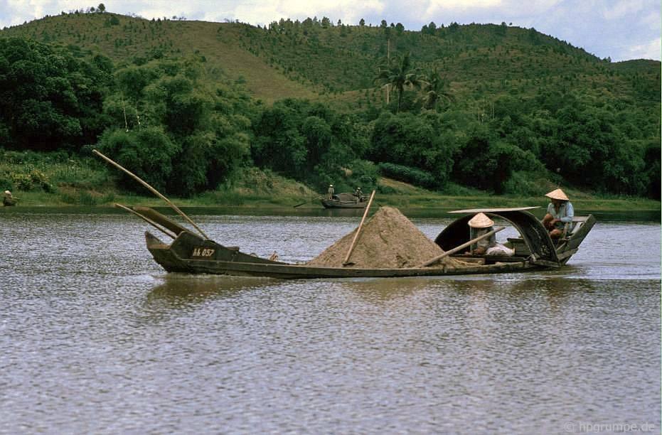 Huế: trên sông nước thơm