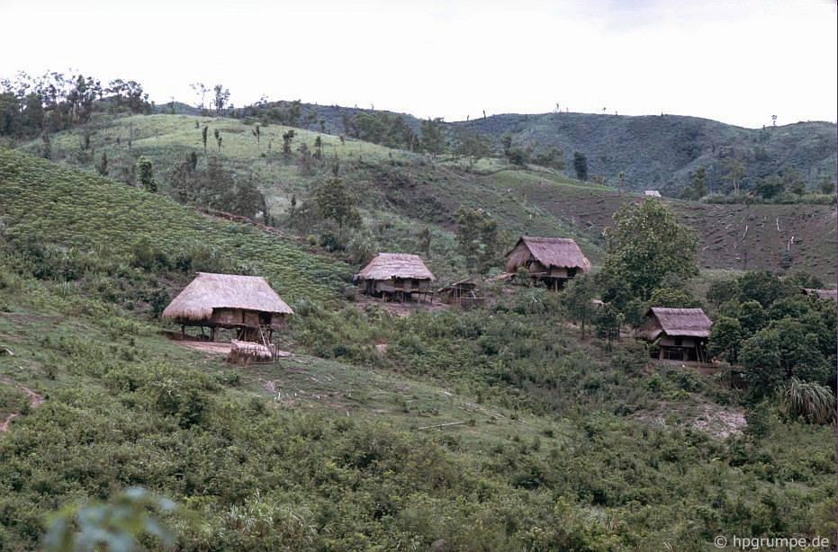 Làng Thượng ở phía trước Khe San