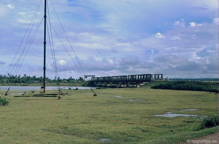 Cầu Hiền-Lương, biên giới cũ giữa Bắc và Nam
