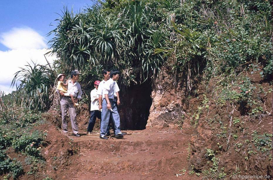 Lối vào hệ thống đường hầm Vĩnh Mộc