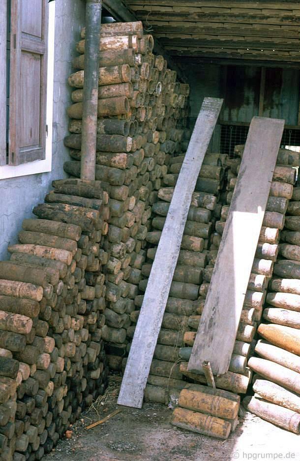 Bullet trường hợp ở phía trước của một ngôi nhà ở Đốc Miếu