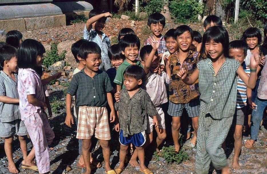 Trẻ em tại Tháp Doi