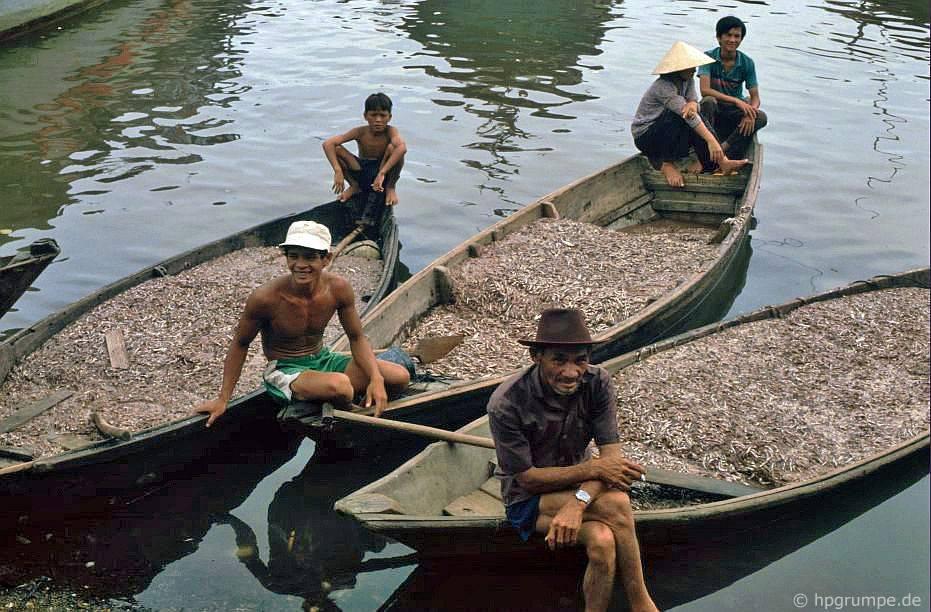 Nha Trang: Thuyền ở chợ cá với