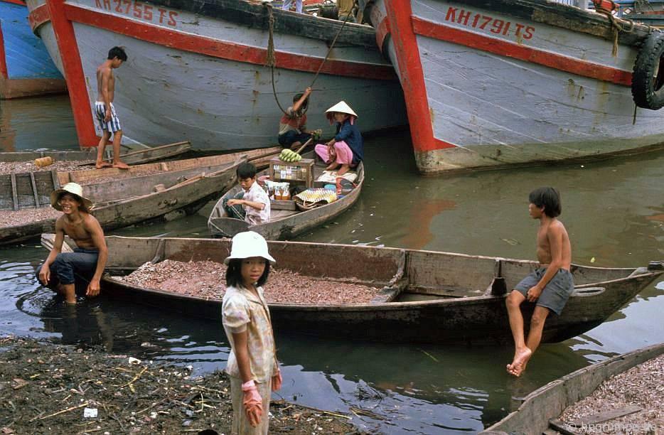 Nha Trang: Thuyền ở chợ cá