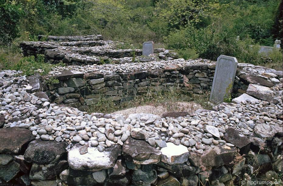 Đảo Hòn Miễu: mộ
