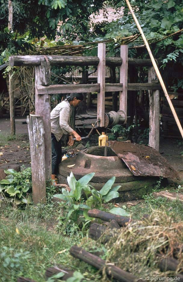Làng Ede Tom Tua: Tại đài phun nước