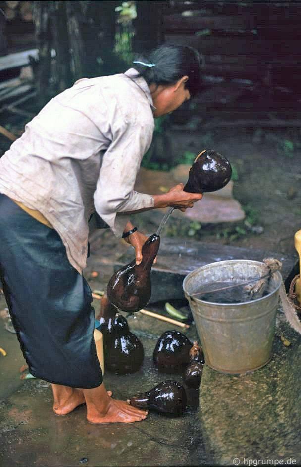 Làng Ede Tom Tua: nước lấy trong bầu