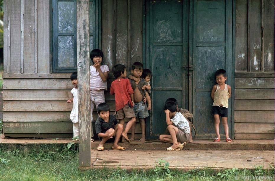 Làng Ede Tom Tua: Trẻ em