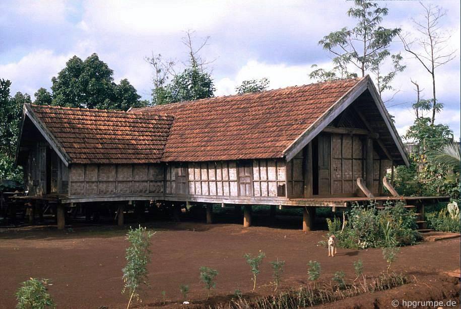 Ở thôn Ede, Ko Dhong