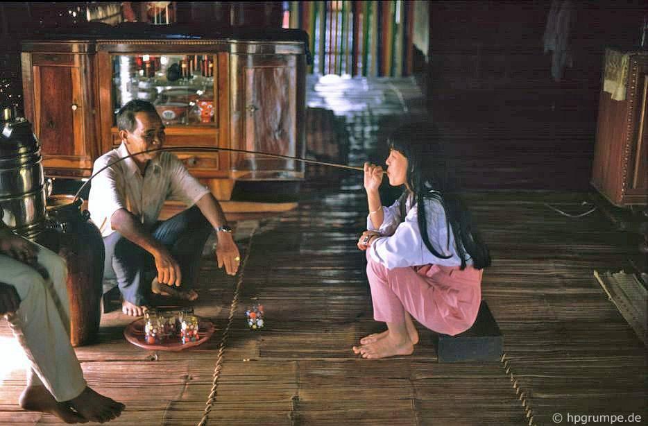 Ở thôn Ede, Ko Dhong: uống rượu gạo
