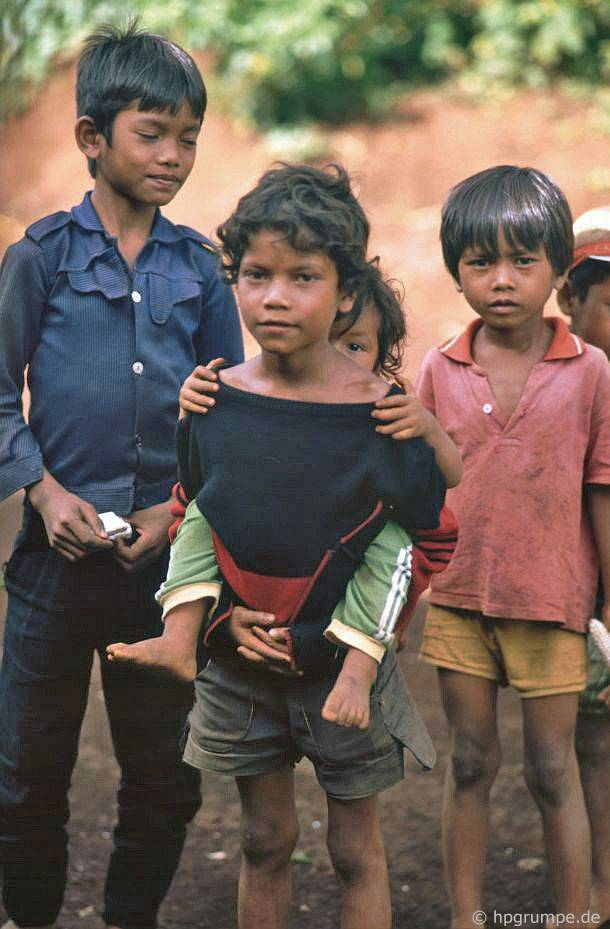 Tại thôn Ede Ko Dhong: trẻ em
