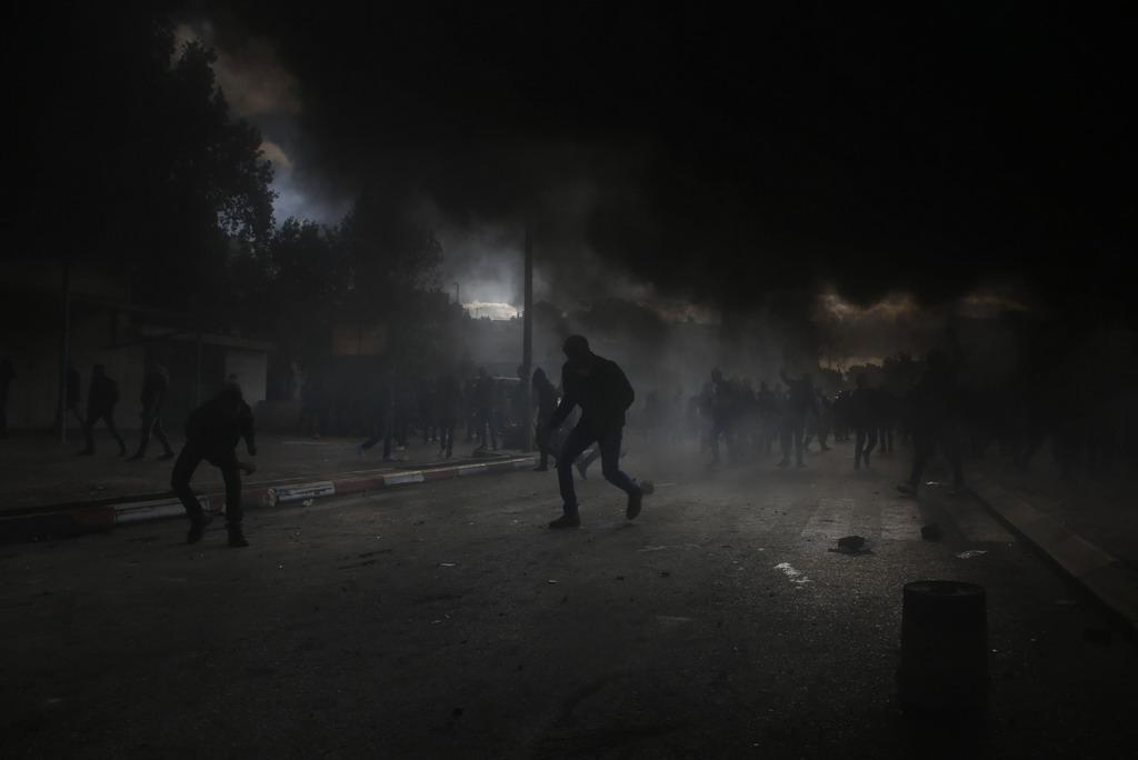 Lua gian bung chay o Bo Tay va Dai Gaza de phan doi Trump hinh anh 11