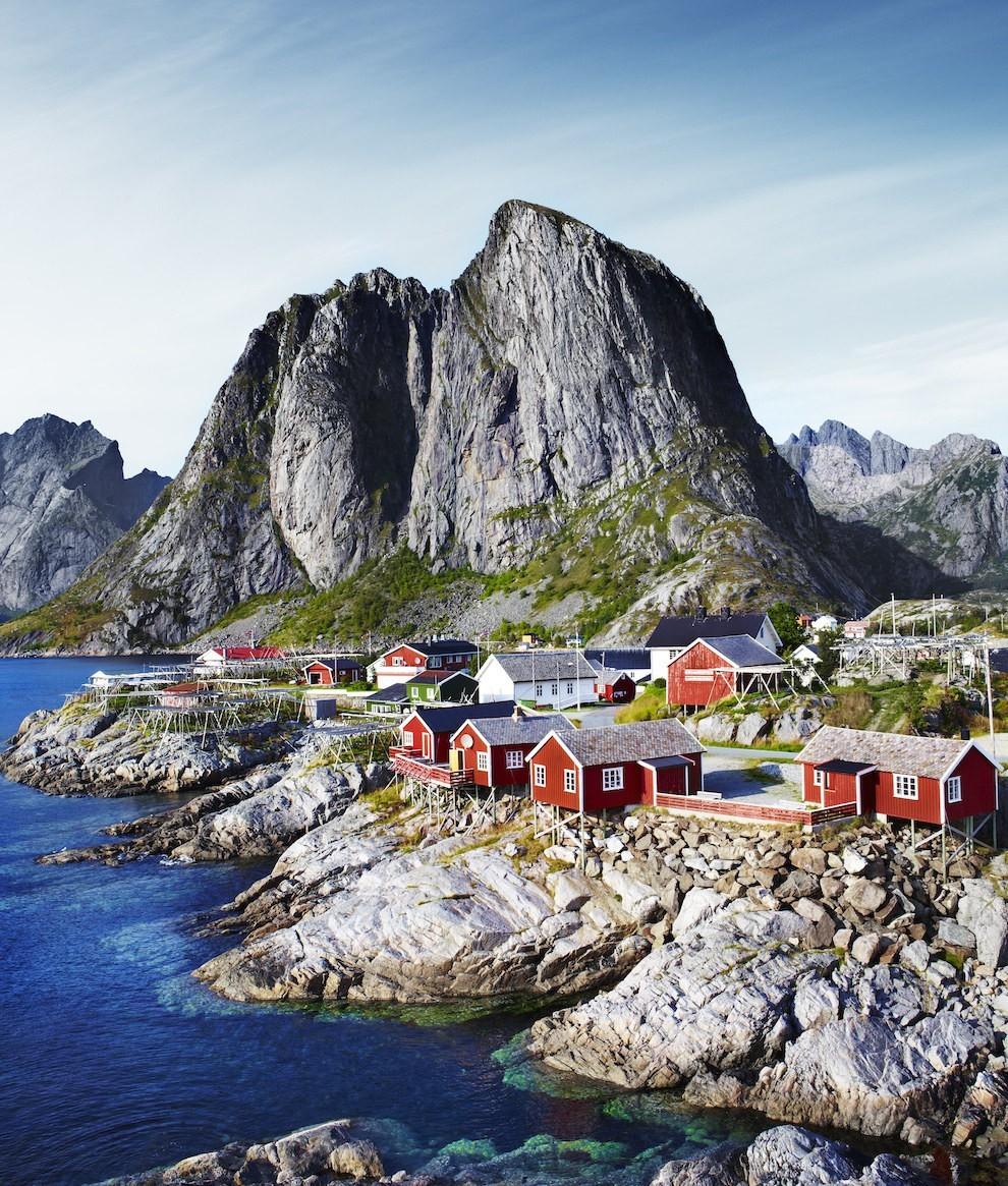 Quần đảo Lofoten ở Na Uy nằm phía bắc trên vòng cực bắc nơi có khi hậu và phong cảnh làm say lòng những ai yêu thiên nhiên.
