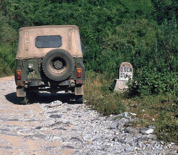 Đường phía trước Điện Biên