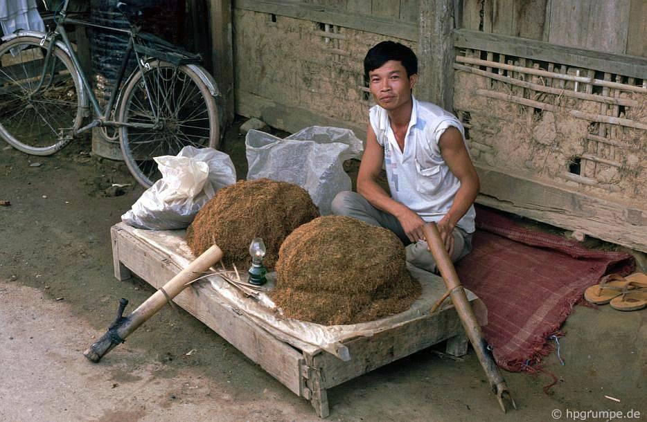 Điện Biên: thị trường - người bán thuốc lá
