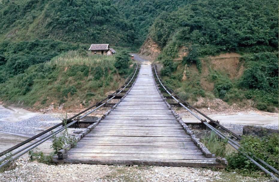 Tại Lai Châu: cầu treo