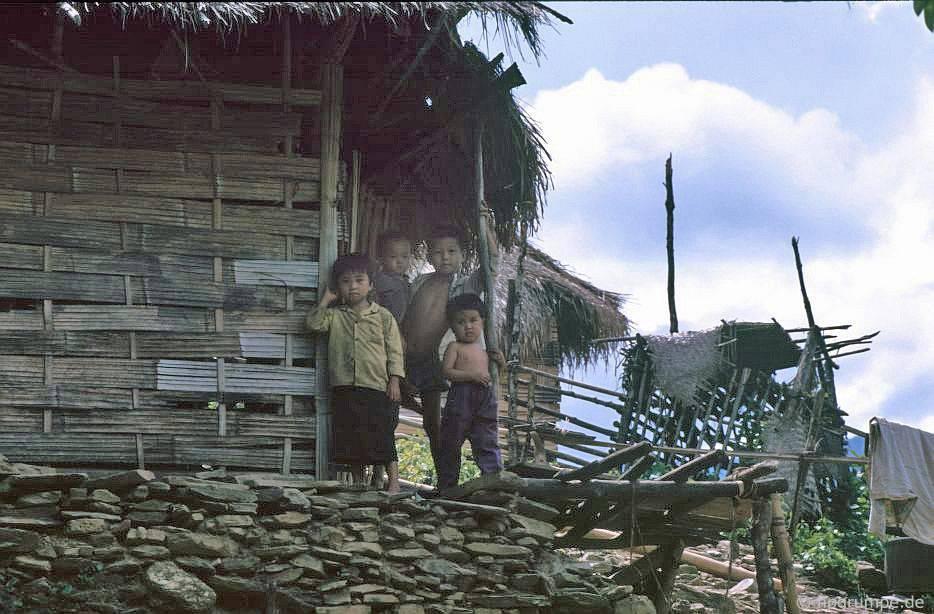 Nhà của người Thái Trắng, trẻ em