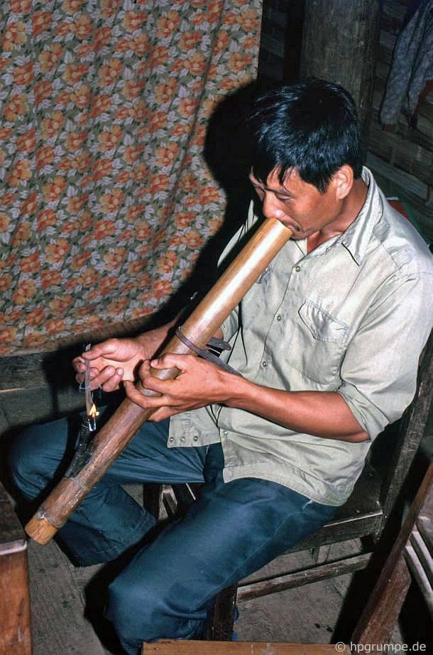 Làng của người Thái Trắng: chủ nhà của chúng tôi với hookah