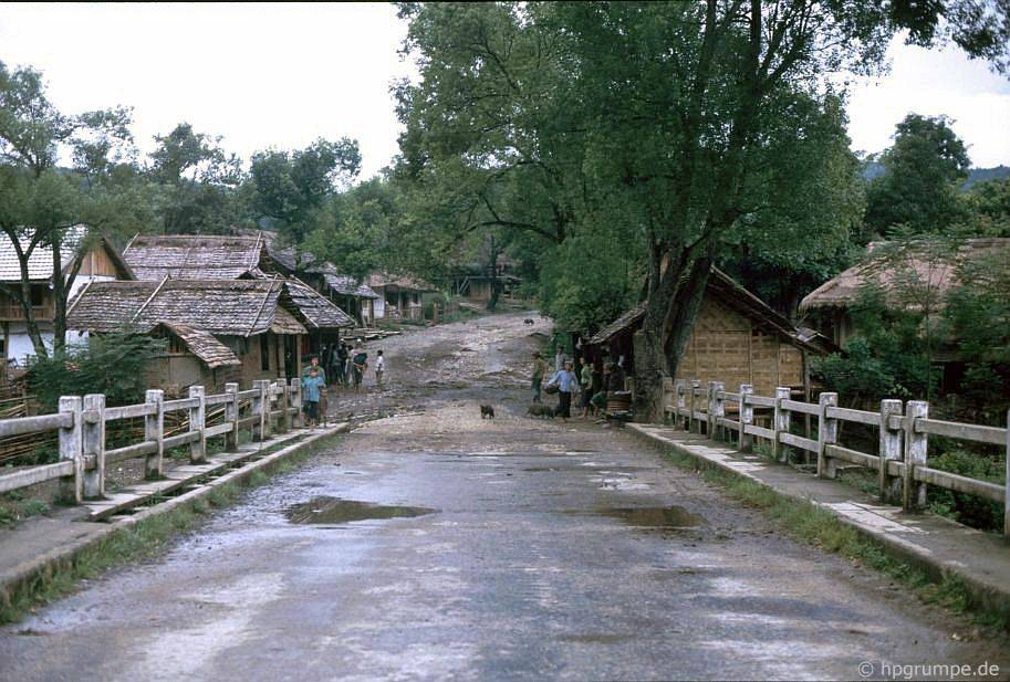 Làng giữa Lai Châu và Sa Pa