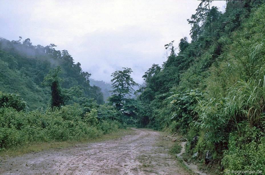 Con đường giữa Lai Châu và Sa Pa
