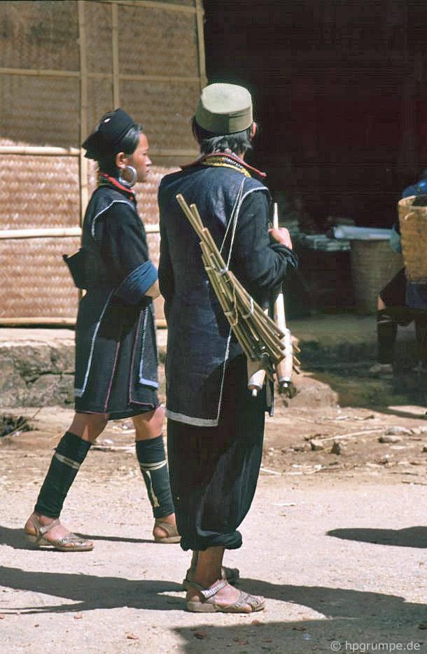 Sa Pa: Hmong với nhạc cụ