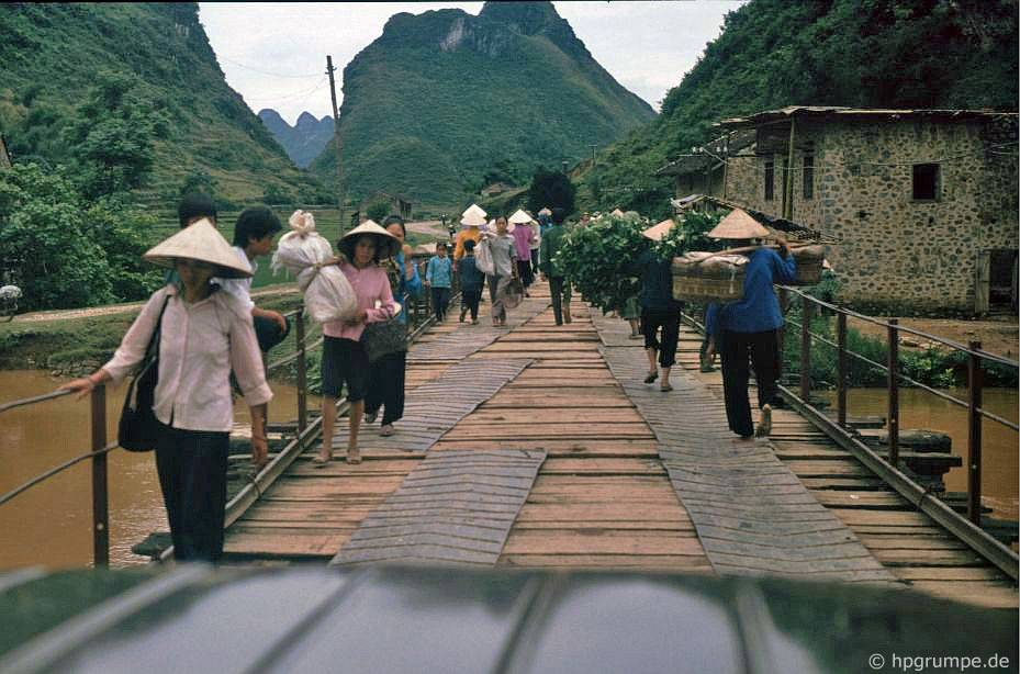 Làng giữa Cao Bằng và biên giới Trung Quốc