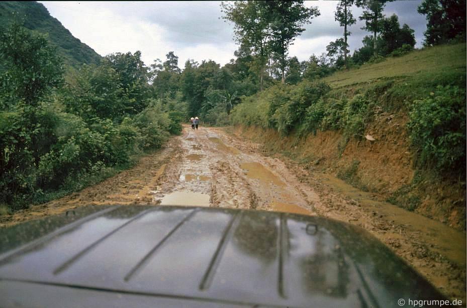 Con đường đến thác Bản Giốc