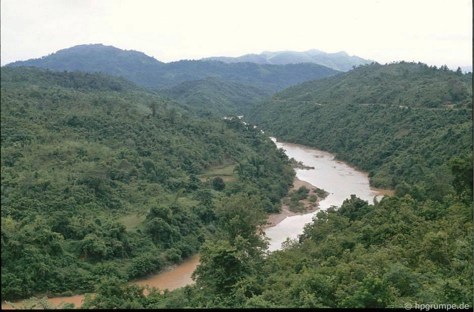 Cảnh quan giữa Cao Bằng và Lạng Sơn