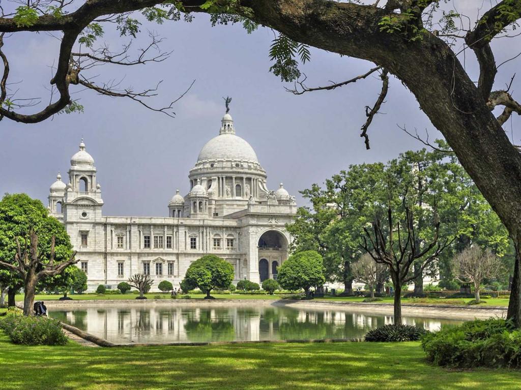 Các nhà sư Phật giáo Ấn Độ tu tập trong những tu viện giữa thiên nhiên.