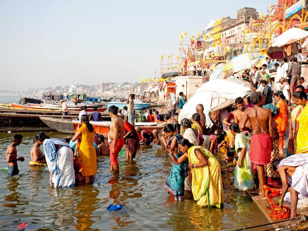 Khu Golden Palace là địa danh quan trọng của thành phố Amritsar. Đây là trung tâm tâm linh của người Sikhs và cũng là cửa ngõ đi Punjab cho các du khách đến từ Trung Á.