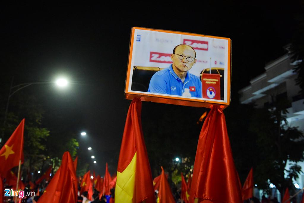 Ho Guom ruc mau co do sau chien thang cua U23 Viet Nam hinh anh 7