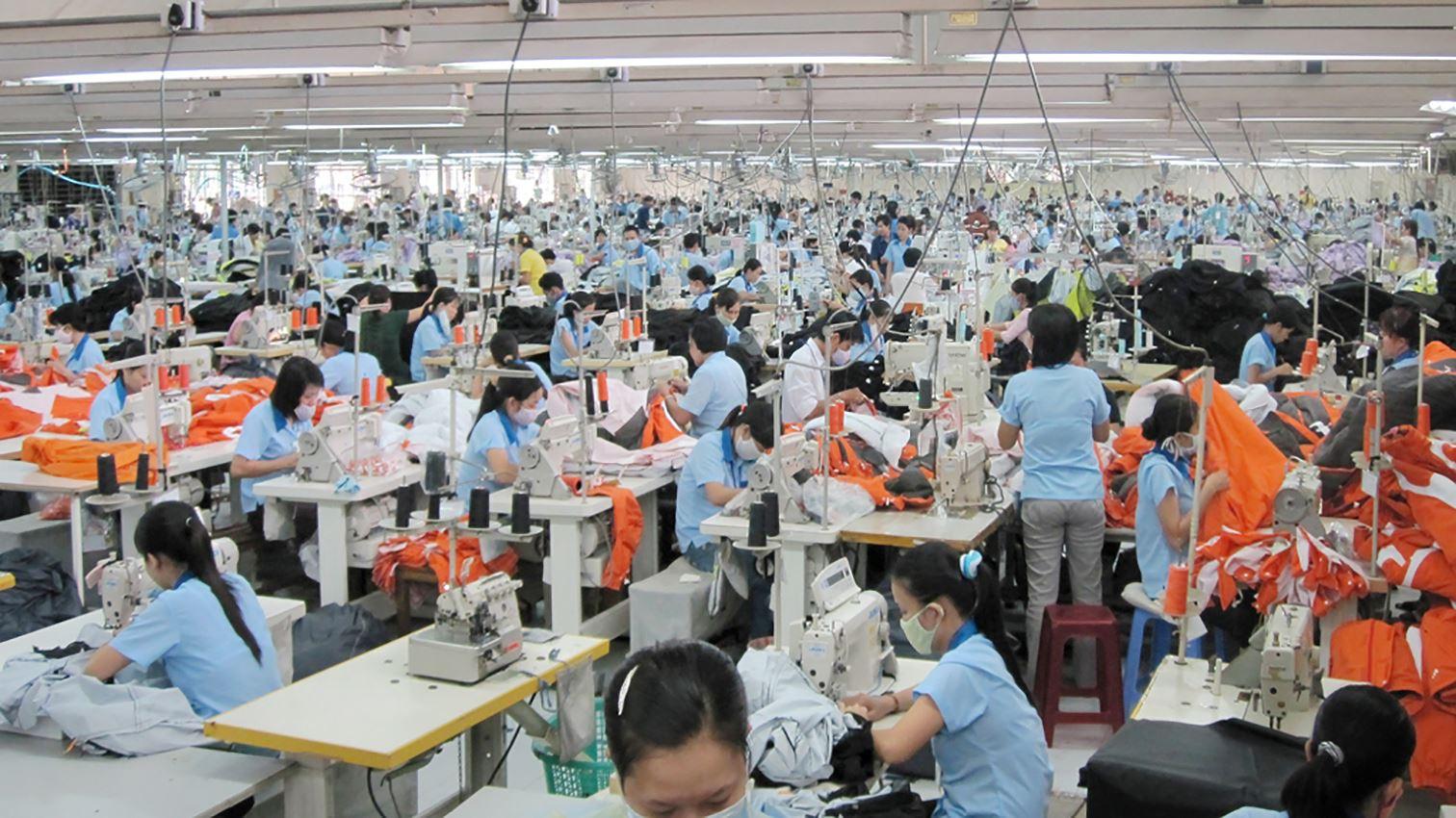 Image result for công nhân khu công nghiệp