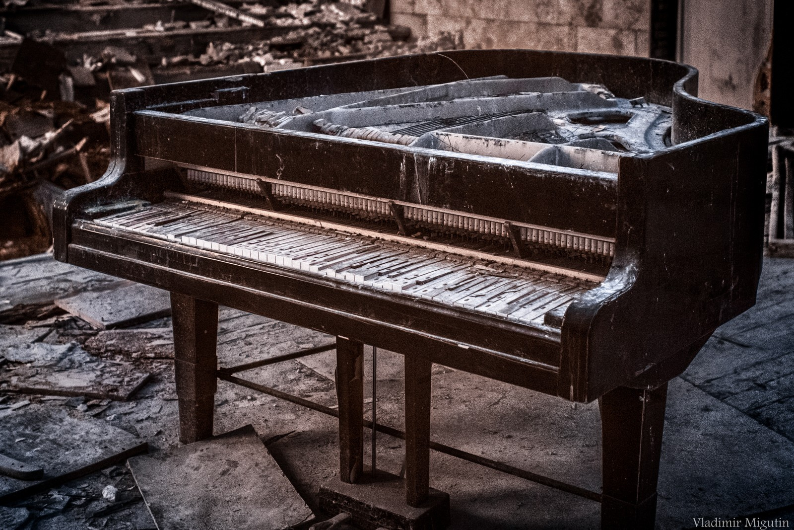 Chiếc piano mục nát trong một thính phòng tại thị trấn bỏ hoang của Pripyat.