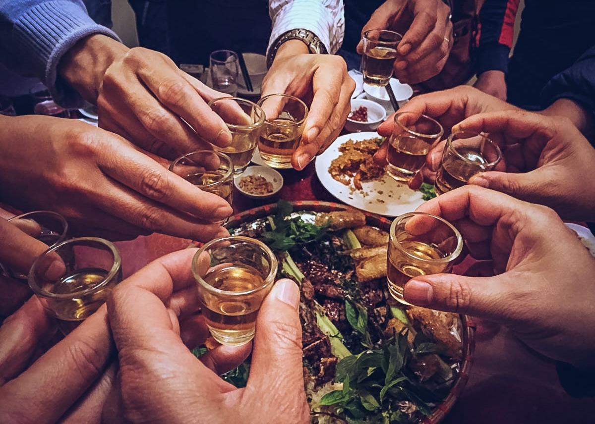 Sự khốn nạn của 'văn hóa' rượu chè ở Việt Nam