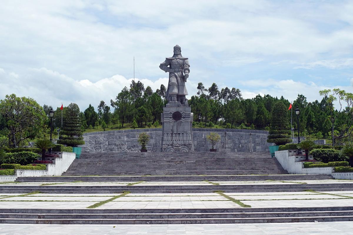 Việt Nam sẽ thế nào nếu Hoàng đế Quang Trung sống lâu hơn?