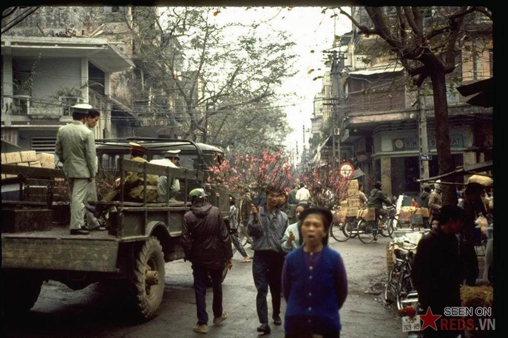 Những bức ảnh vô giá về Hà Nội mùa xuân năm 1990