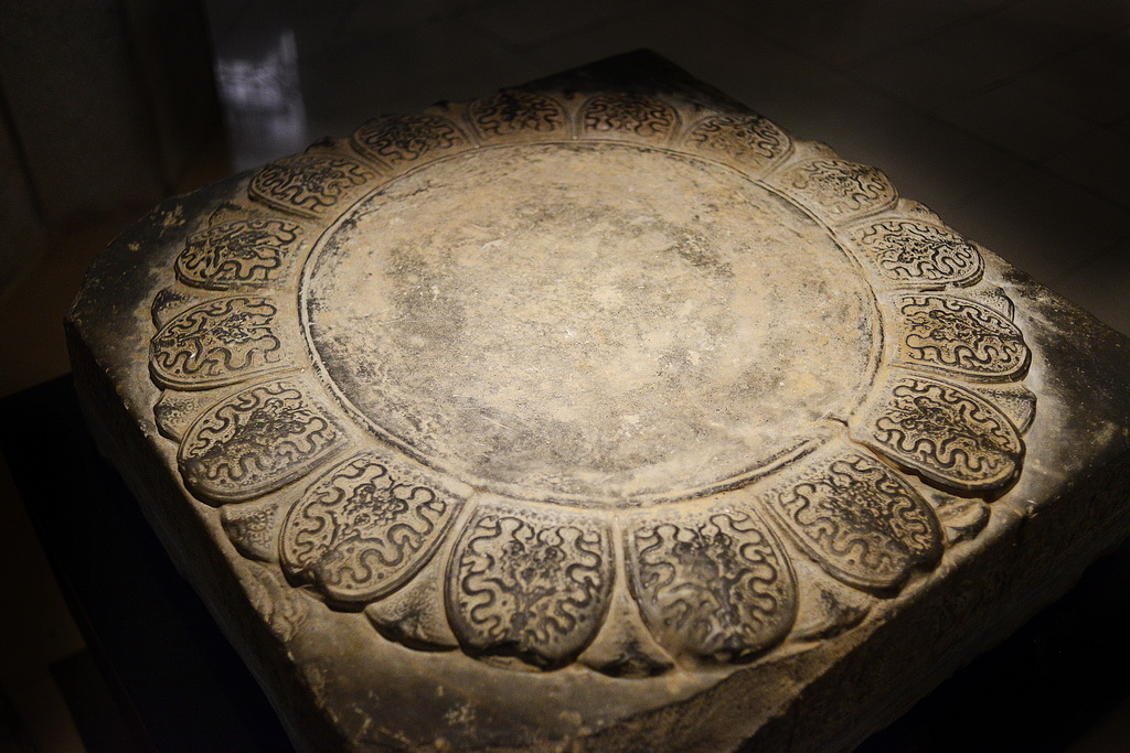 Sen vàng trong bộ sưu tập cổ vật Cung đình Huế