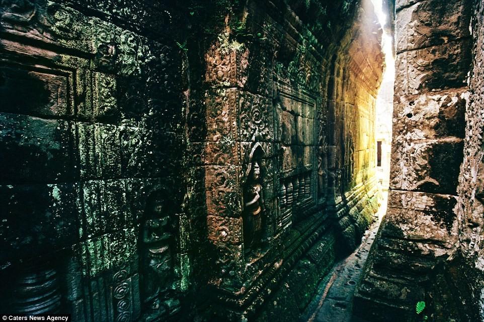 Ngoại thất của đền Bayon mang đậm dấu ấn kiến trúc Baroque của người Khmer.