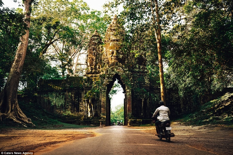 Ngay cả kiến trúc cổng đền Angkor Thom cũng vô cùng ấn tượng.
