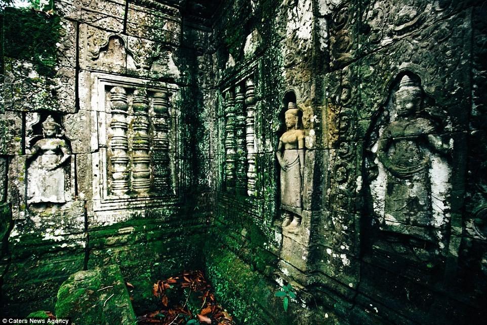 Hơn 3.000 bức tượng vũ nữ Apsara duyên dáng được tạc trên những bức tường.