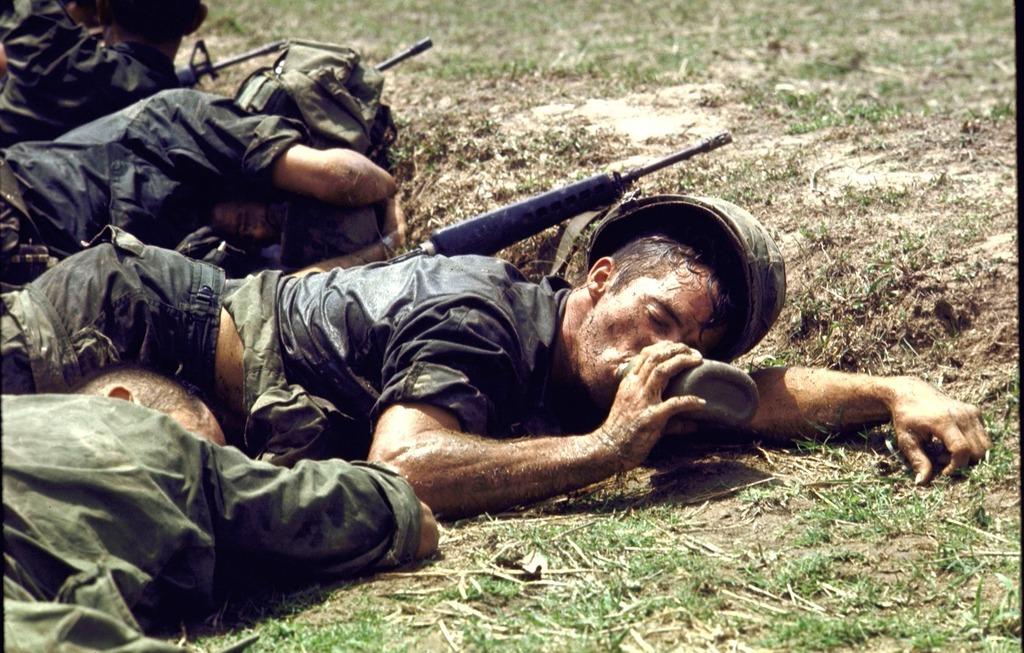 Loạt ảnh màu gây sốc về chiến tranh Việt Nam của Larry Burrows