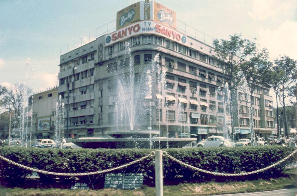 Chùm ảnh: Sài Gòn trước 1975 qua ống kính Chuẩn Đô đốc Mỹ