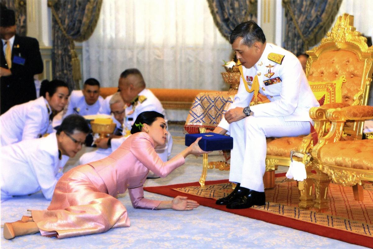 Nền chính trị Thái Lan: Vai trò thực sự của hoàng gia là gì?