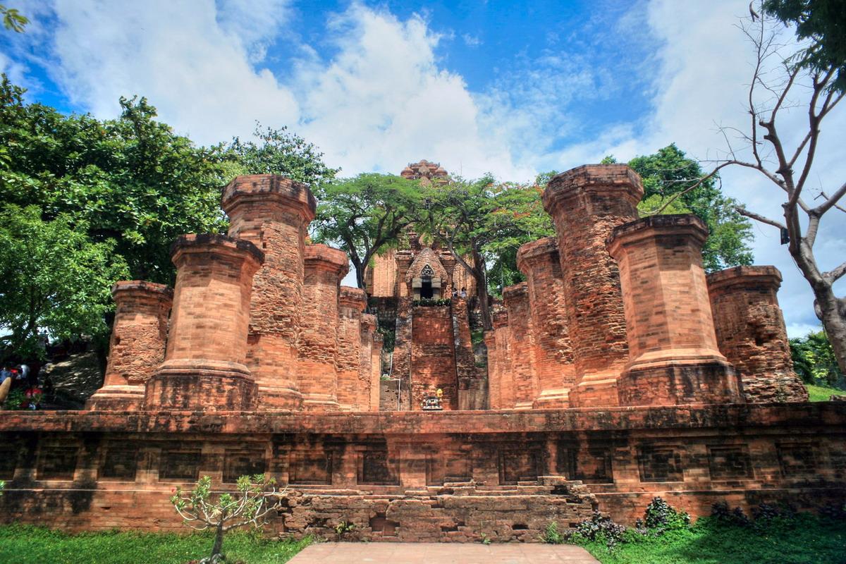 Về sự giao lưu tín ngưỡng Việt – Chăm trong lịch sử