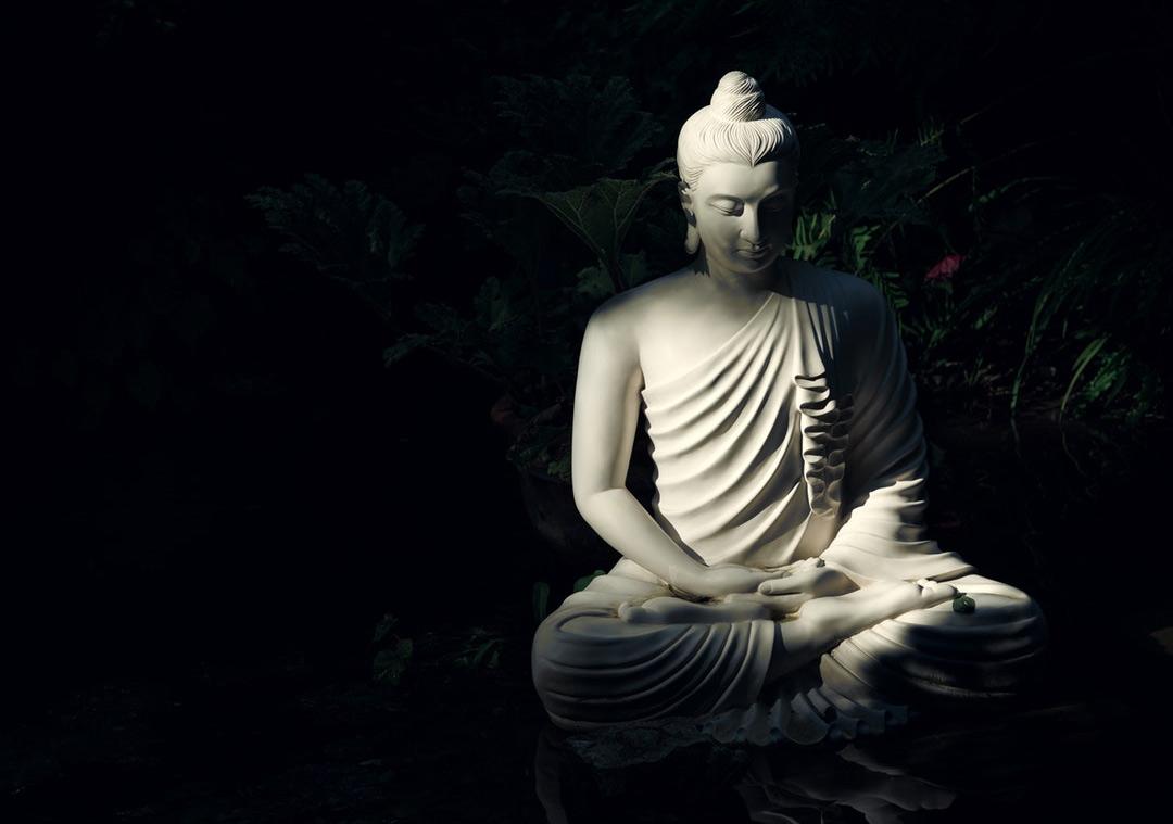 Phật không phải thần linh và cũngkhông có thần linh nào trong đạo Phật