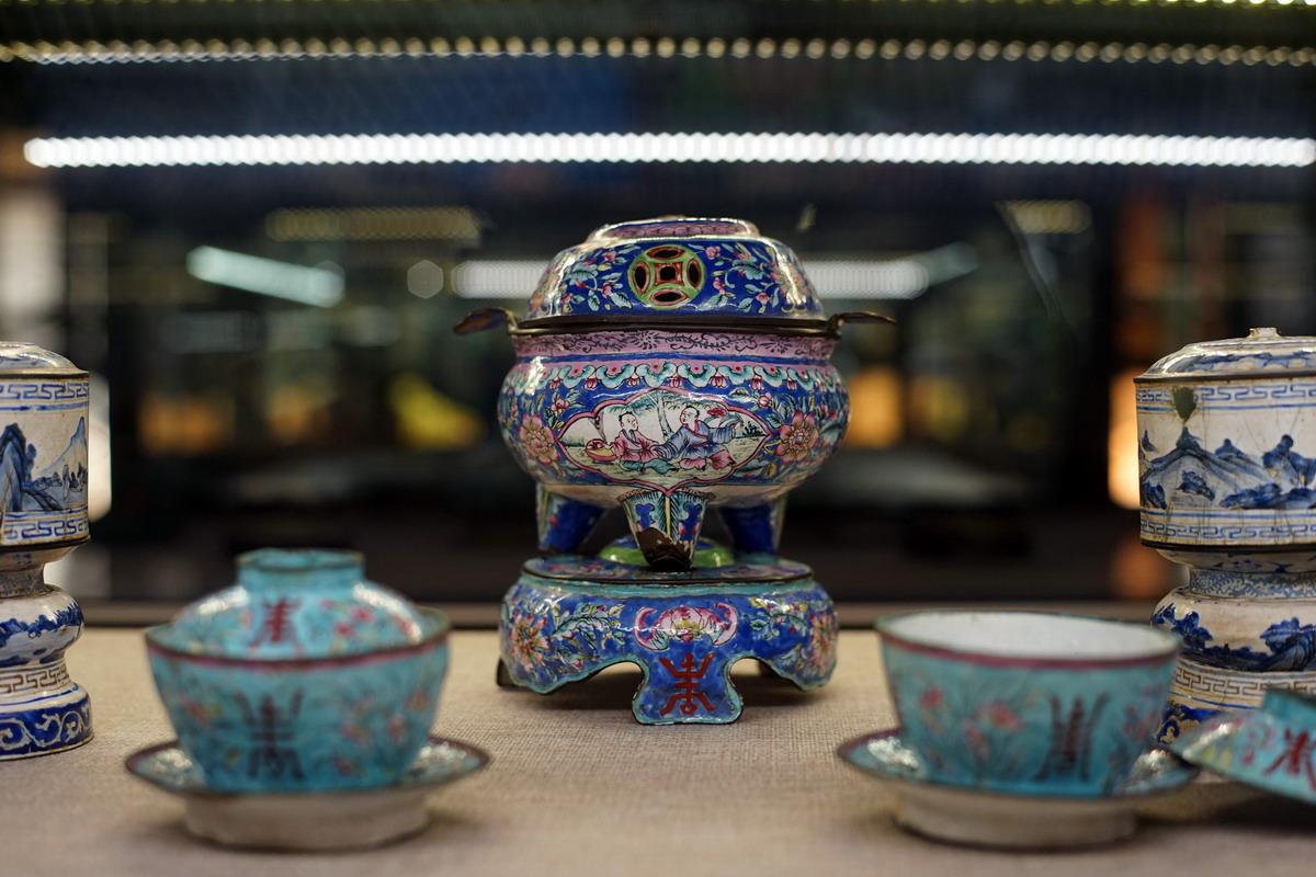 Chùm ảnh: Pháp lam – nghề thủ công đặc sắc của cung đình nhà Nguyễn