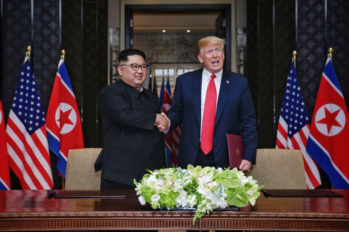 5 lan bat tay, 4 cam ket lon trong ngay lich su Kim - Trump hinh anh 4
