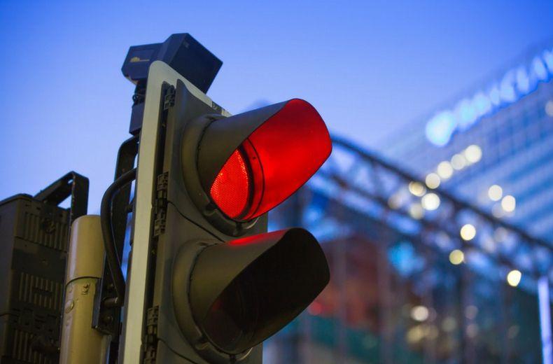Khi dừng đèn đỏ cũng bị chửi là 'con điên'