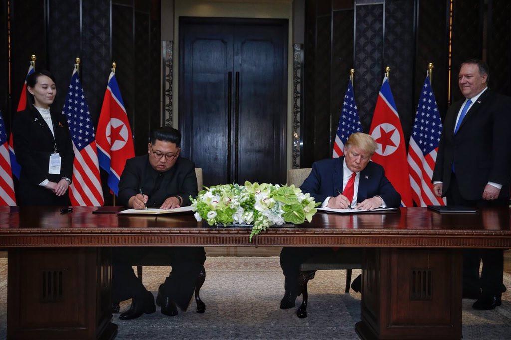 5 lan bat tay, 4 cam ket lon trong ngay lich su Kim - Trump hinh anh 10